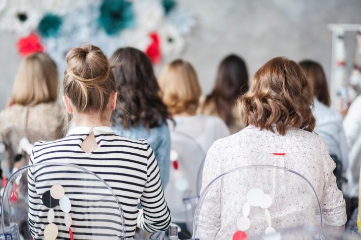 Frauen bei einer Konferenz