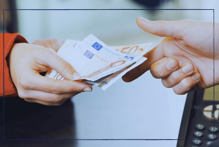PR-Kosten Übergabe von Geldscheinen
